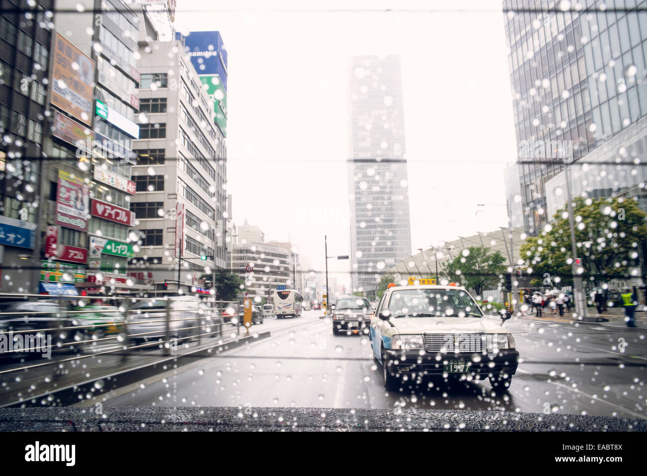 Japan Tokyo View through the rear window of a taxi - Stock Image