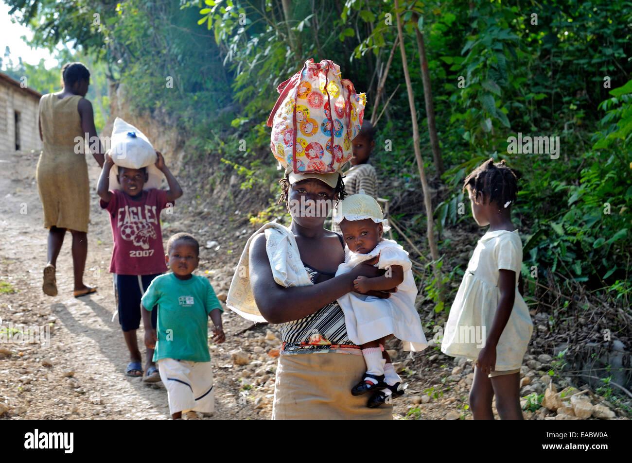 Haiti Petit Goave Familiy walking on foot path - Stock Image