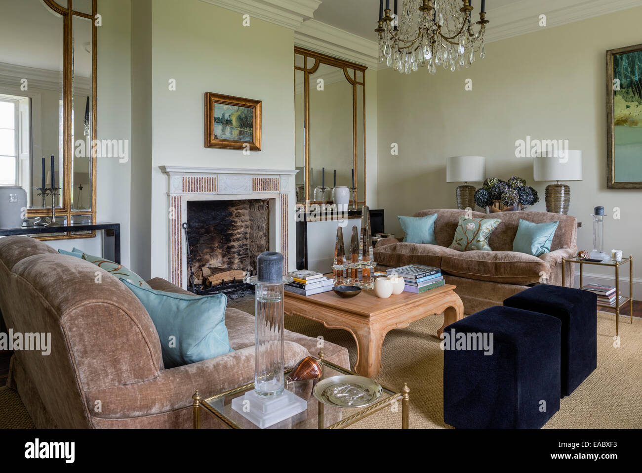 Room Sitting with fireplace advise to wear for autumn in 2019