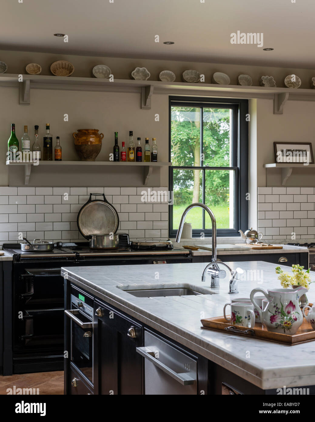 Charmant Country Kitchen With Marble Work Tops, Aga And Open Shelving ...