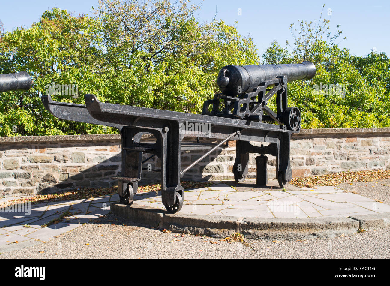 Old British cannon mounted on swiveling carriage, part of the Quebec battery, Canada. - Stock Image