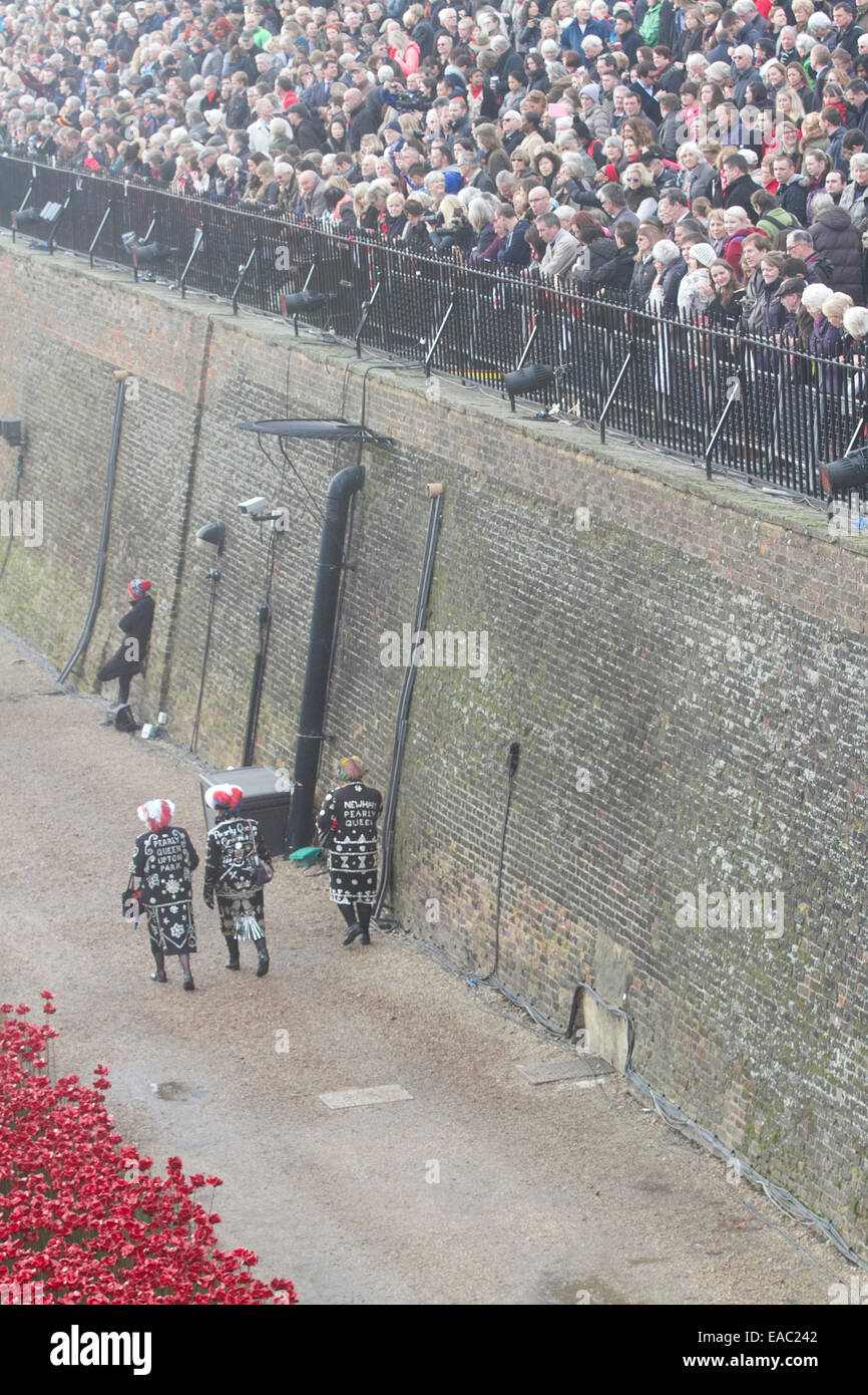 London,UK.11th November 2014. Pearly Queens walk under a gallery as Thousands of visitors arrives at the Tower of - Stock Image