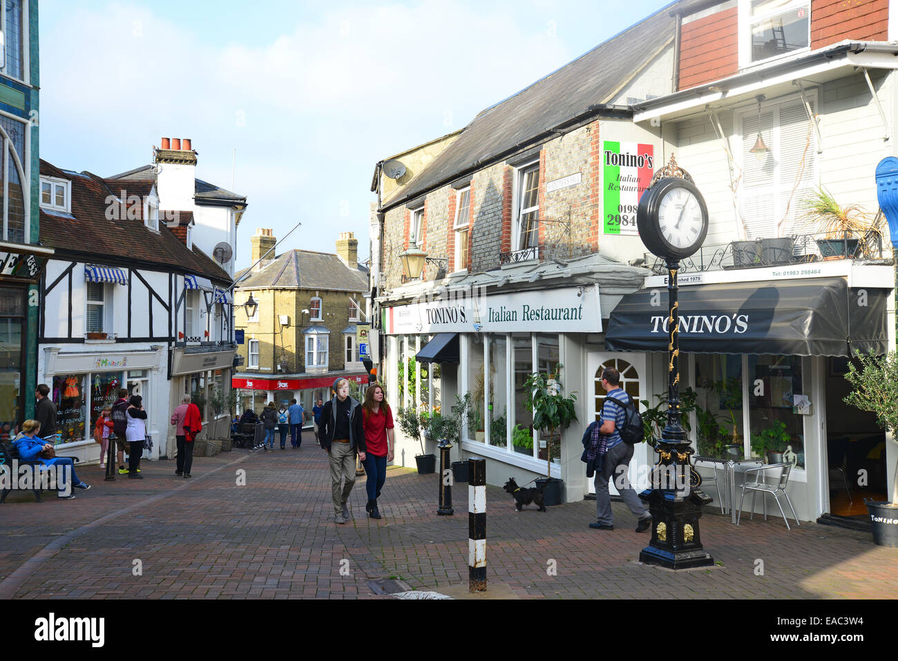 Shooters Hill, High Street, Cowes, Isle of Wight, England, United Kingdom - Stock Image