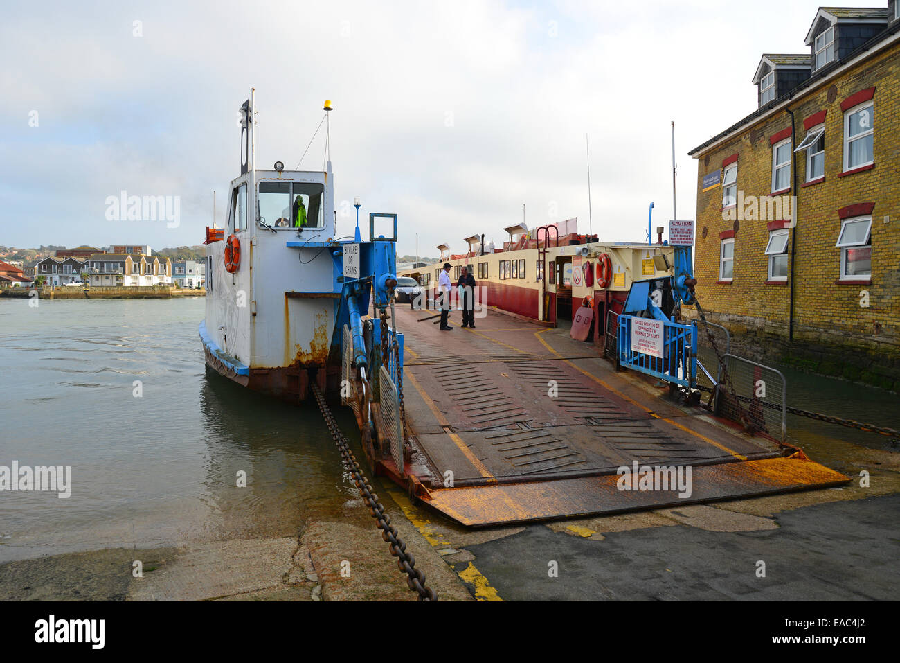 Chain ferry on River Medina, Cowes, Isle of Wight, England, United Kingdom - Stock Image