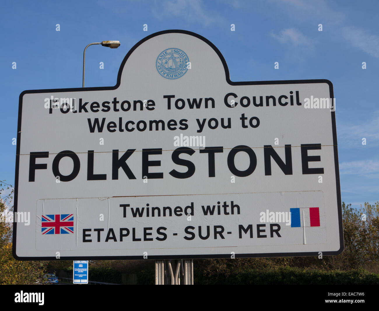 Welcome to Folkestone sign - Stock Image