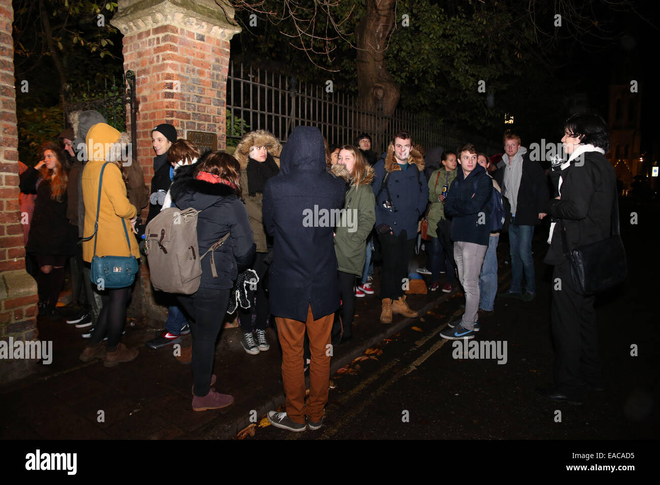 Oxford, UK. 11th November, 2014. Students queuing to see Morgan Freeman, famous American actor, give a speech at - Stock Image