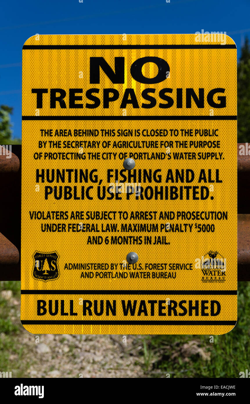 No trespassing sign warning hikers to avoid the Bull Run Watershed.  Mt. Hood, Oregon - Stock Image