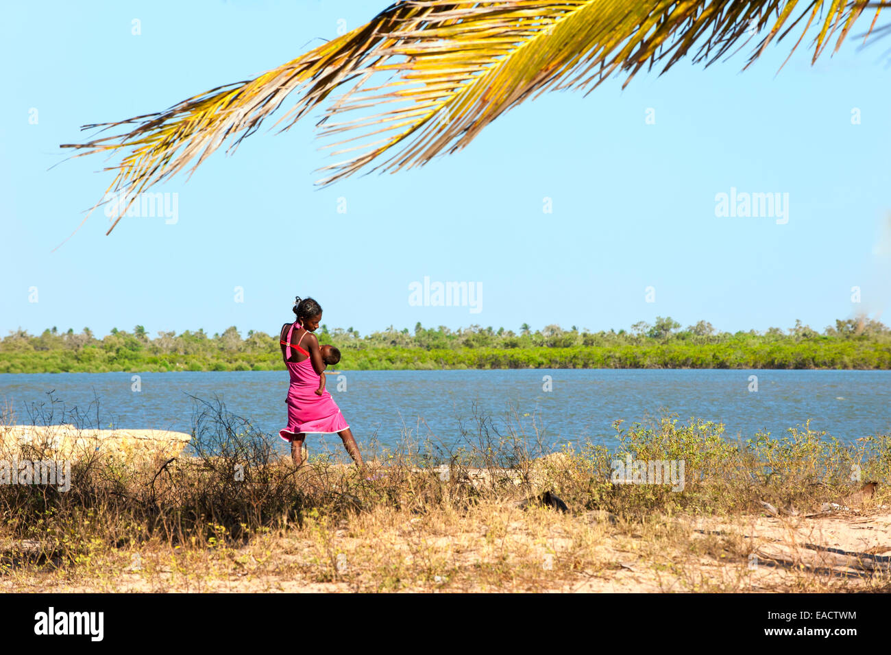 Malagasy Woman with her baby along the Morondava River, Toliara province, Madagascar - Stock Image