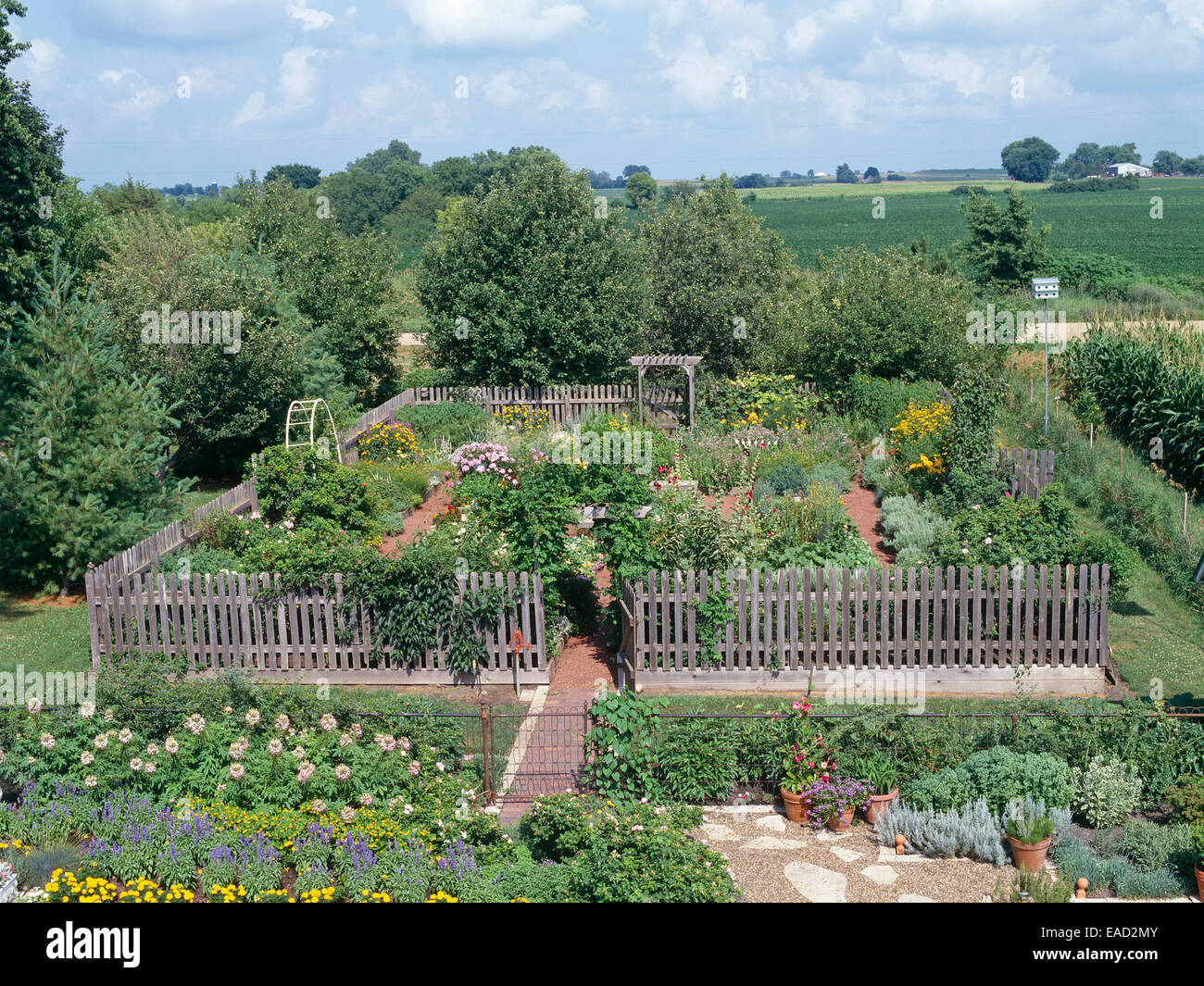 Traditional fenced in country garden - Stock Image