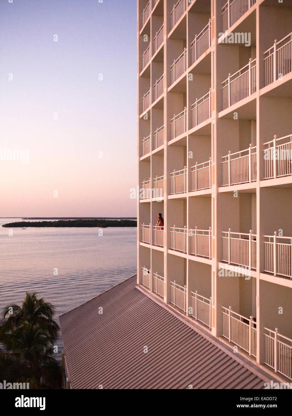 couple on hotel balcony at sunset - Stock Image