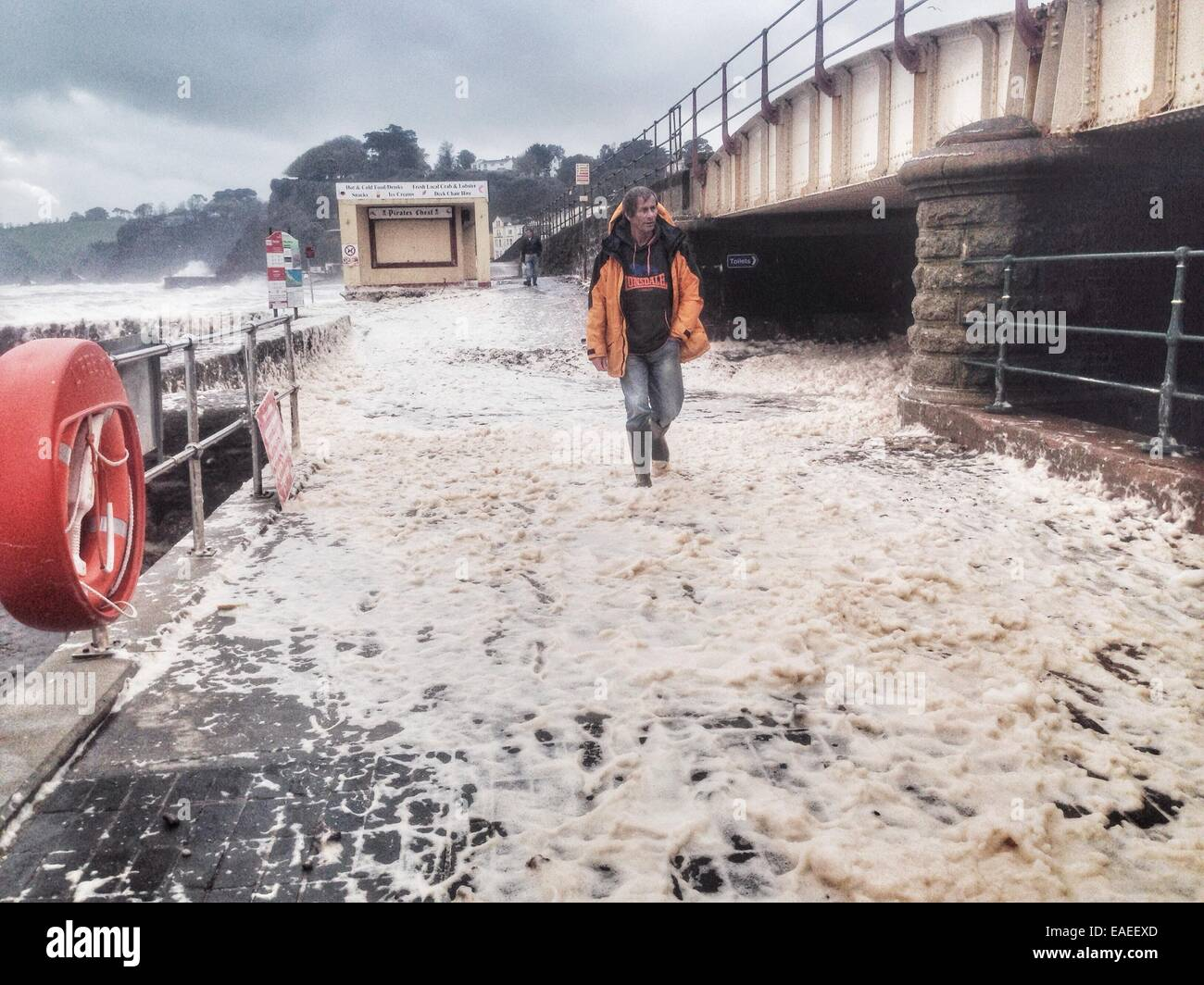 Dawlish, Devon, UK. 13th November, 2014. UK weather. Storms and wind whip up sea foam at Dawlish. Credit nidpor/Alamy - Stock Image
