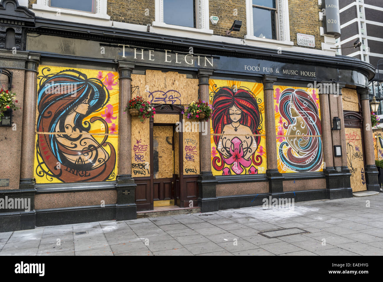 Shops, pubs and houses in the Notting Hill area are boarded up ahead of the carnival to prevent damage in the case - Stock Image