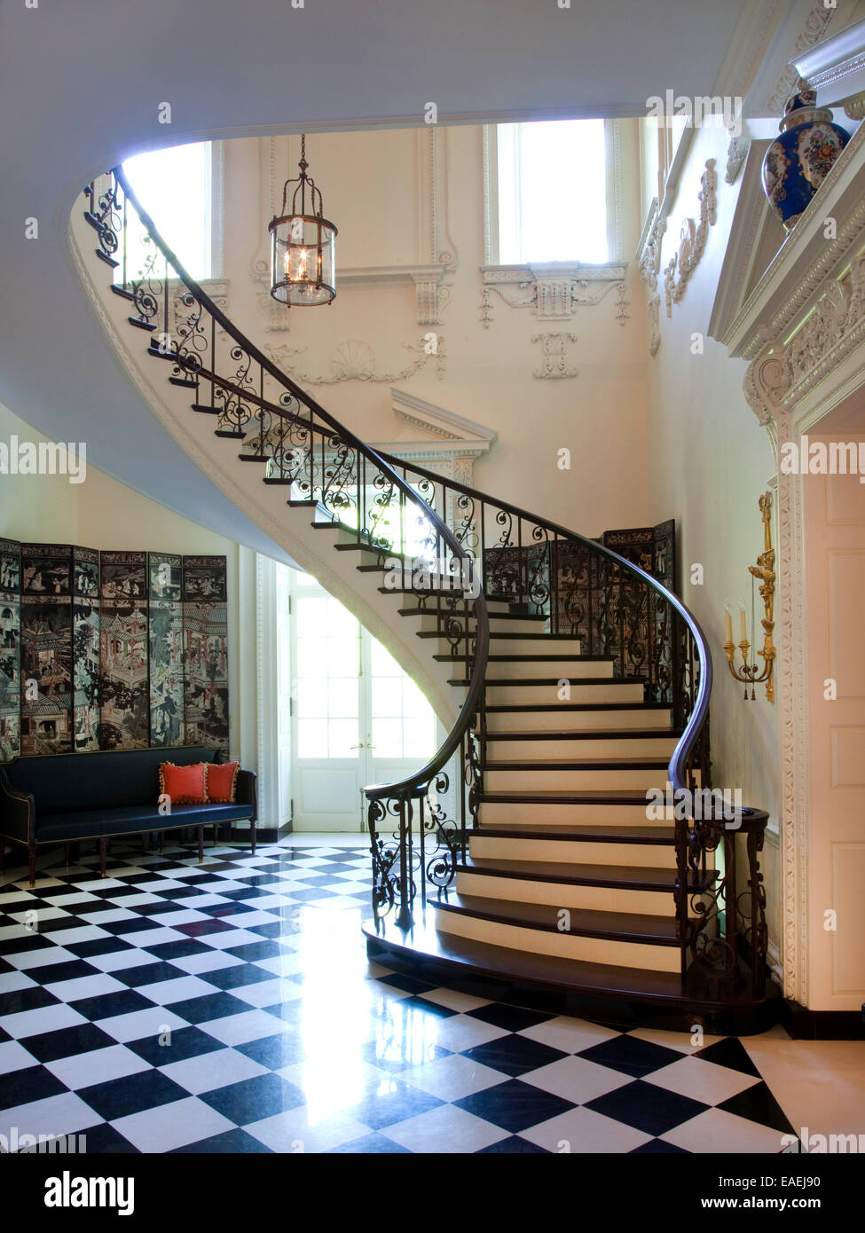 Interior Winding Stair Case In Foyer Of Swan House Stock ...