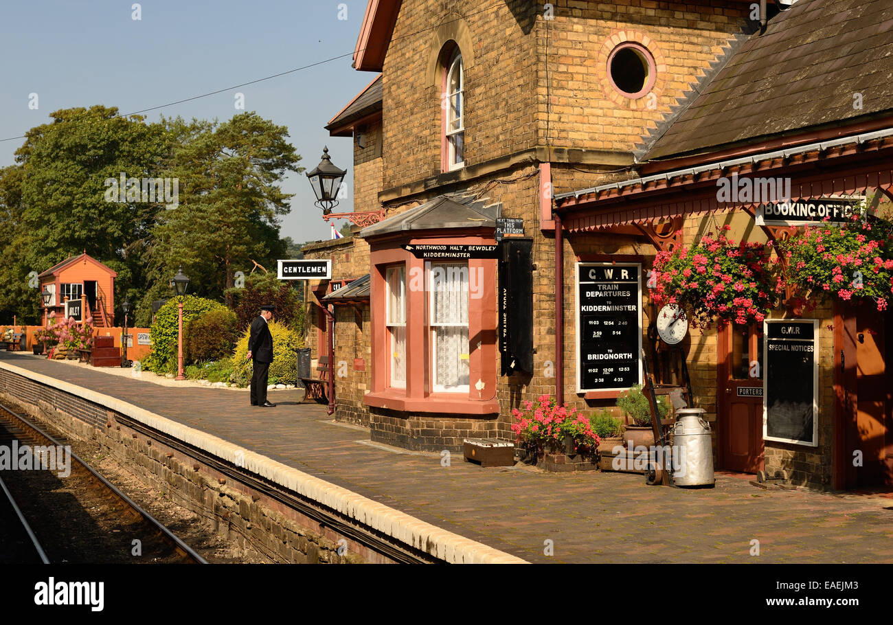 Waiting for the next train at Arley station on the Severn Valley Railway. - Stock Image