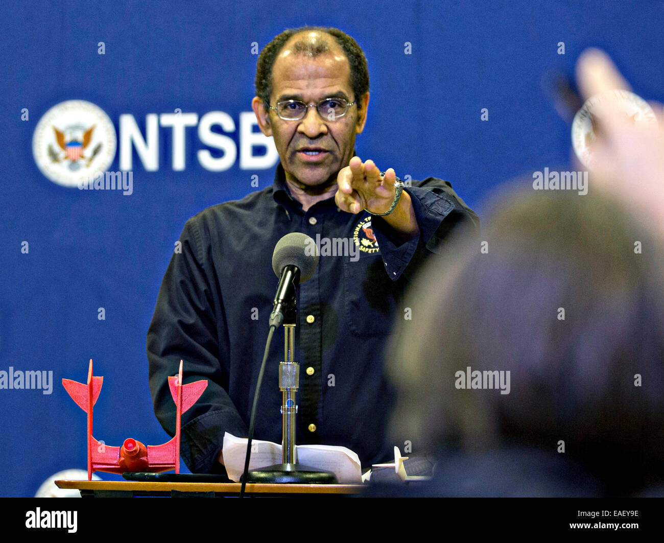 Christopher Hart, Acting Chairman of the National Transportation Safety Board speaks to the media about the preliminary - Stock Image