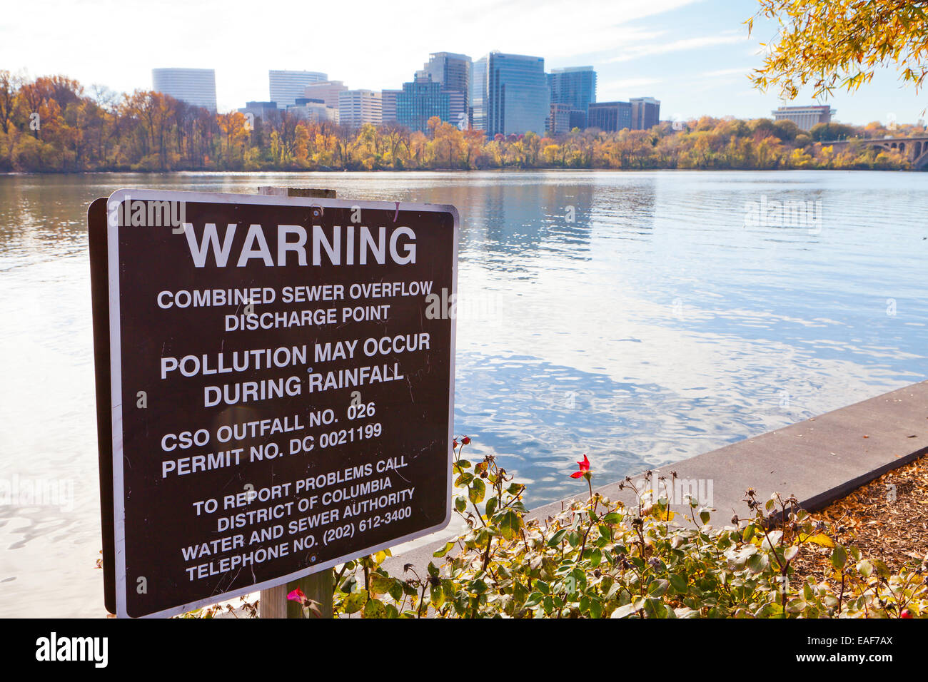 Pollution warning sign on Potomac River - Washington, DC USA - Stock Image