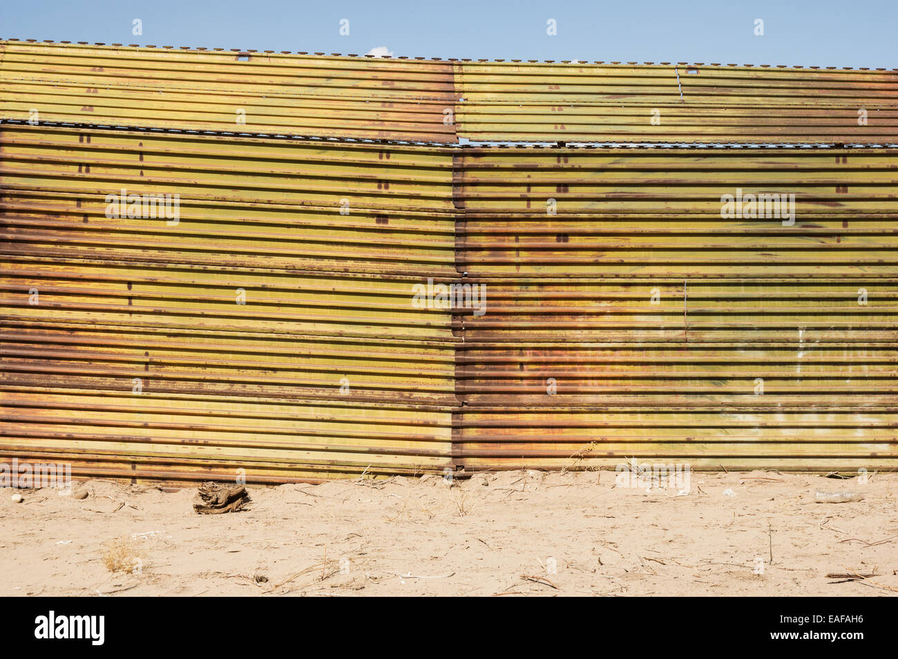 the United States border with Mexico near Algodones with a metal fence barrier - Stock Image