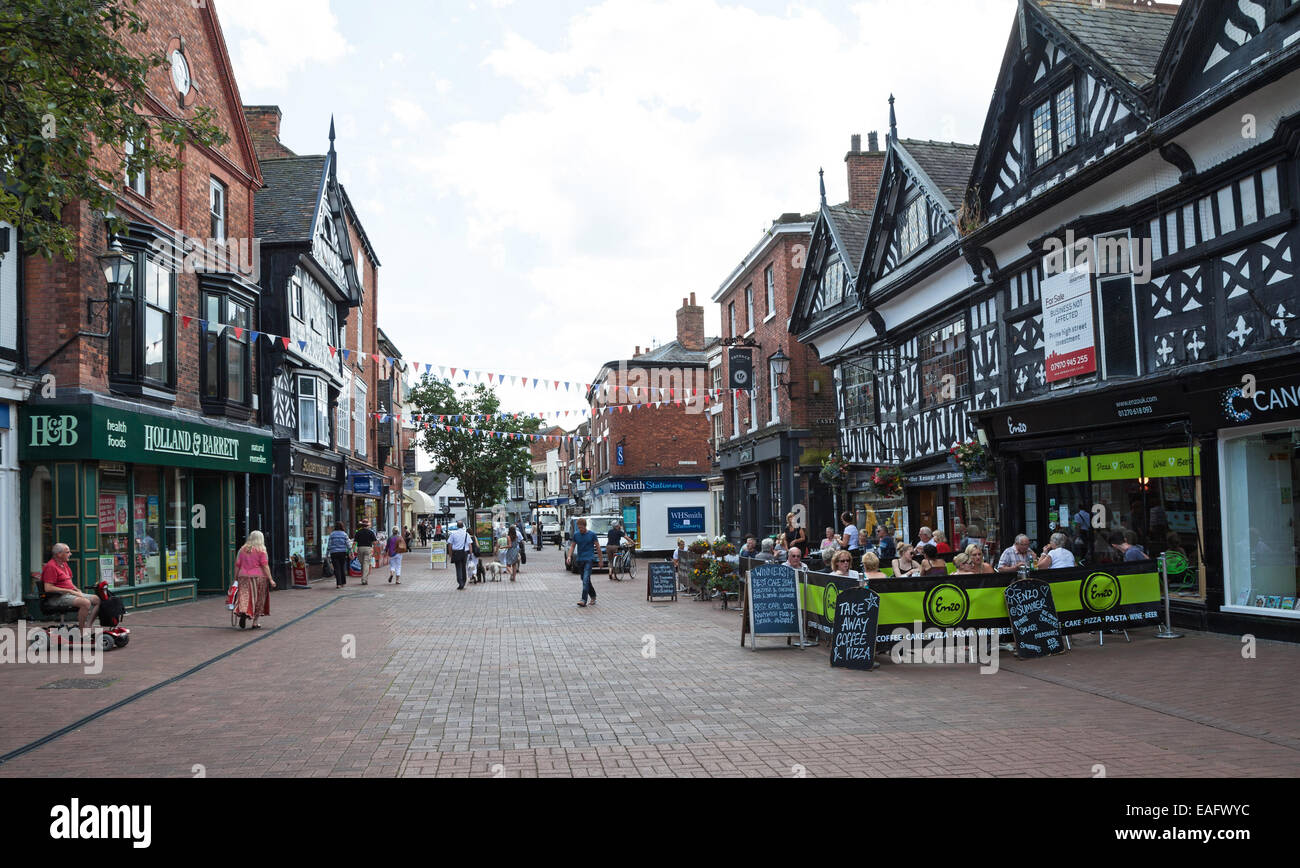 An outdoor pavement cafe called enzo in High Street in Nantwich Cheshire England UK - Stock Image