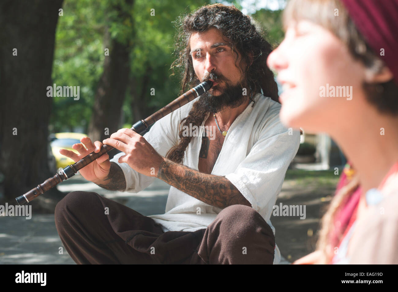 Street musicians singing and playing. Sunny day - Stock Image