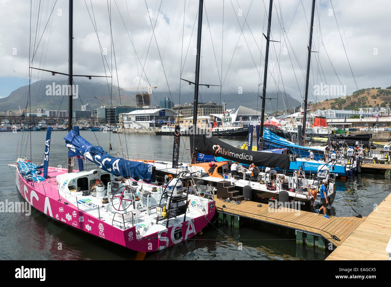 Crews preparing the boat for in harbour race, Volvo Ocean Race 2014-2015, Cape Town, South Africa - Stock Image