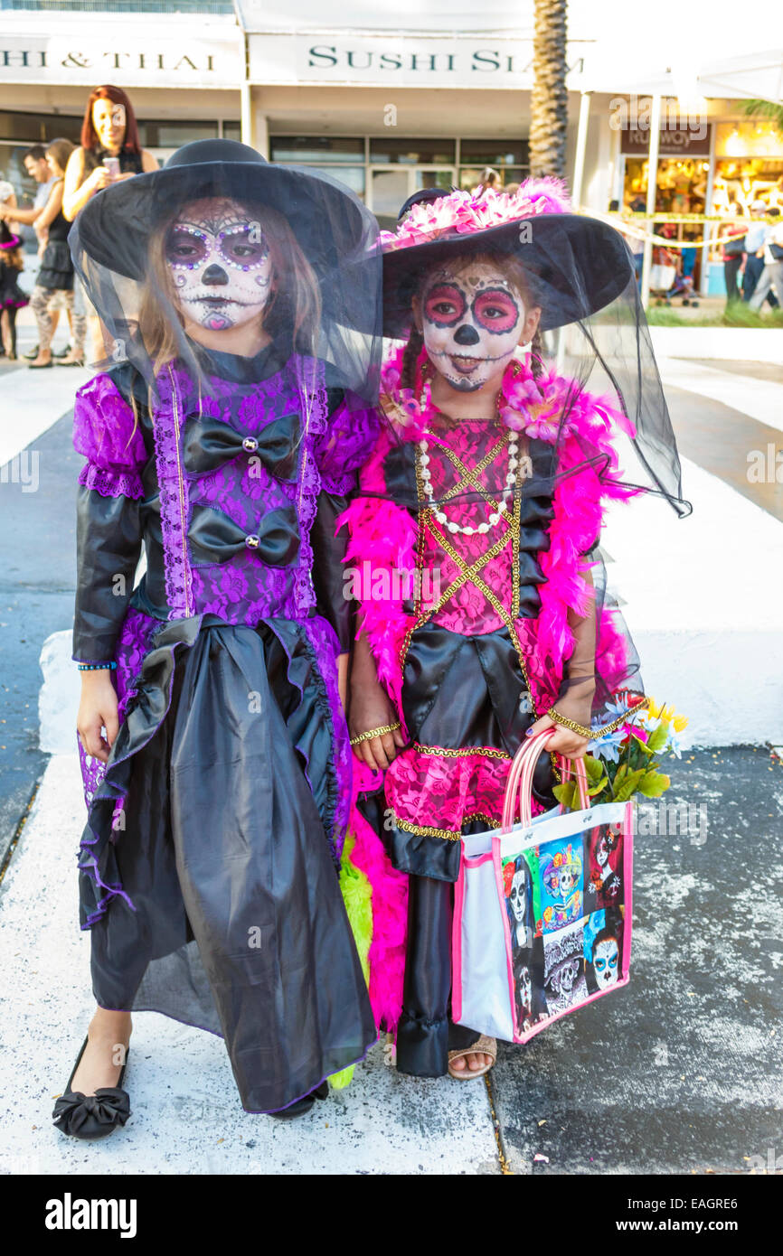 miami beach florida lincoln road pedestrian mall halloween costume