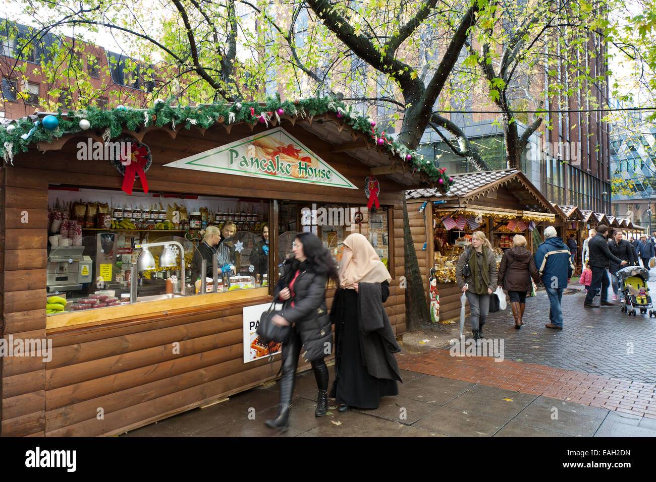 Market traders Manchester UK, 14th November, 2014.  Opening Day of Christmas market attracting shoppers from the - Stock Image