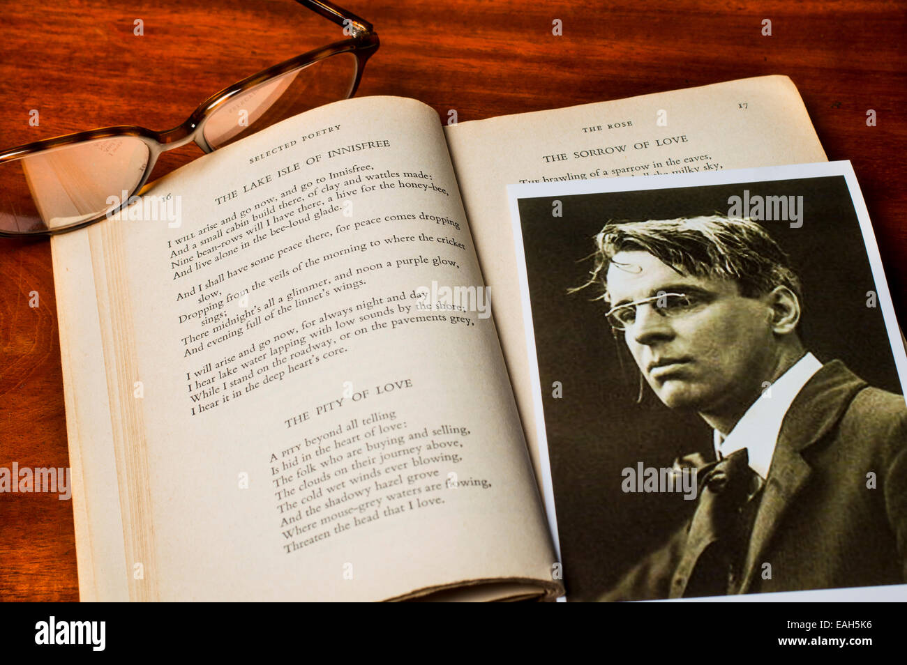 Photo of Irish poet W.B.Yeats with the text of his famous poem The Lake Isle of Innisfree - Stock Image