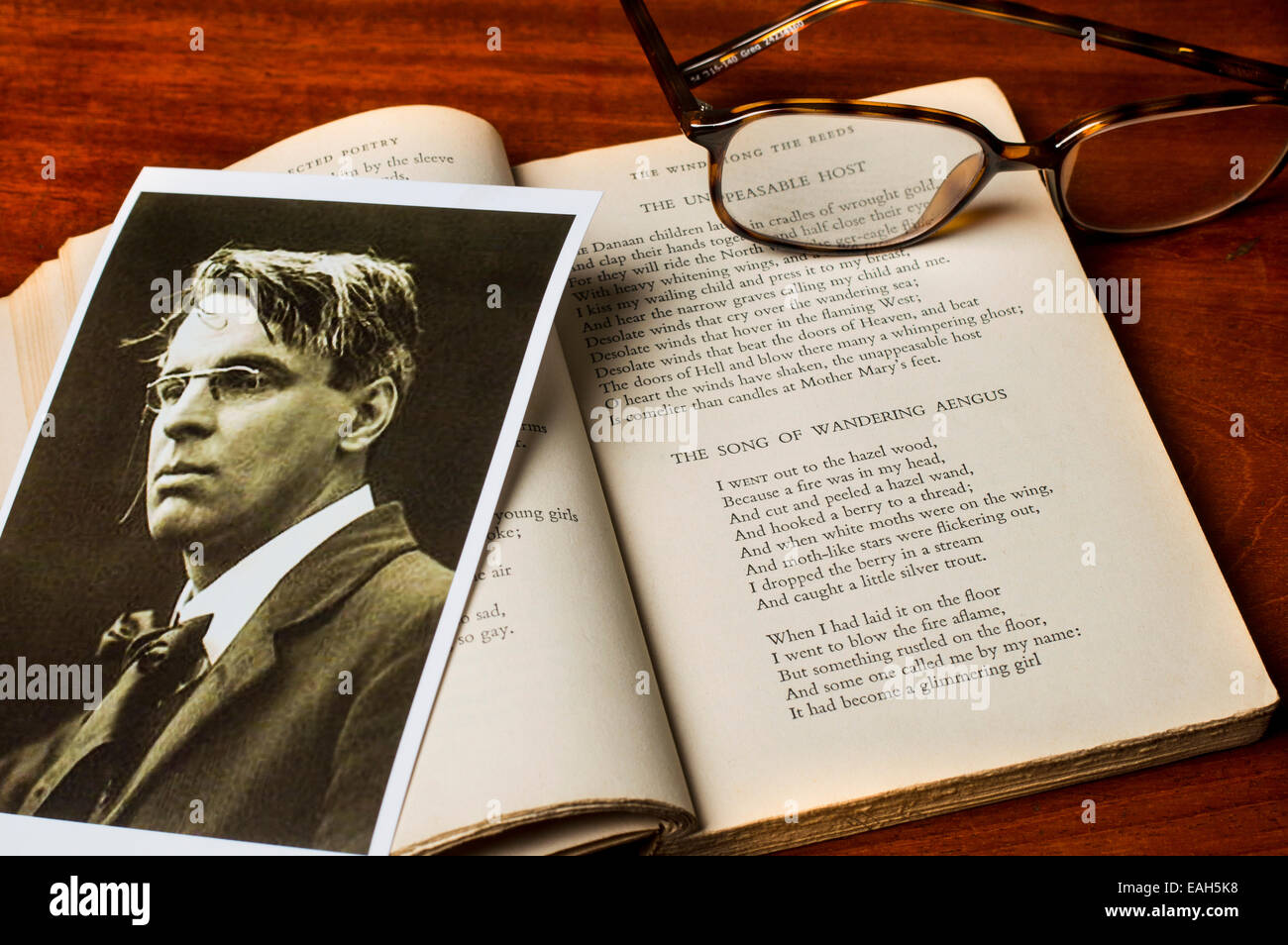 Photo of Irish poet W.B.Yeats with the text of his famous poem The Song of Wandering Aengus - Stock Image