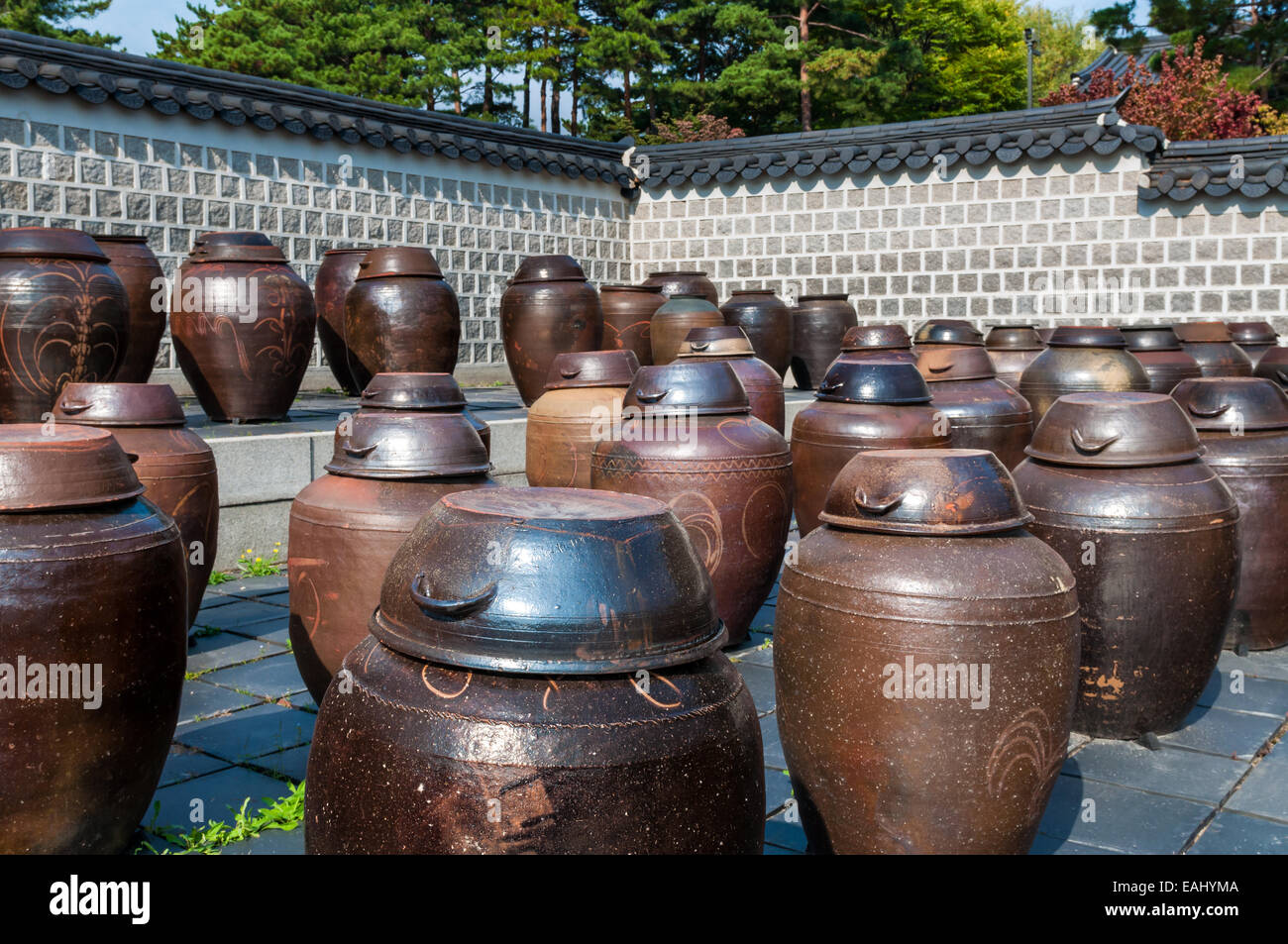 Dozens of large clay pots hold fermenting kimchi in Seoul, South Korea. - Stock Image