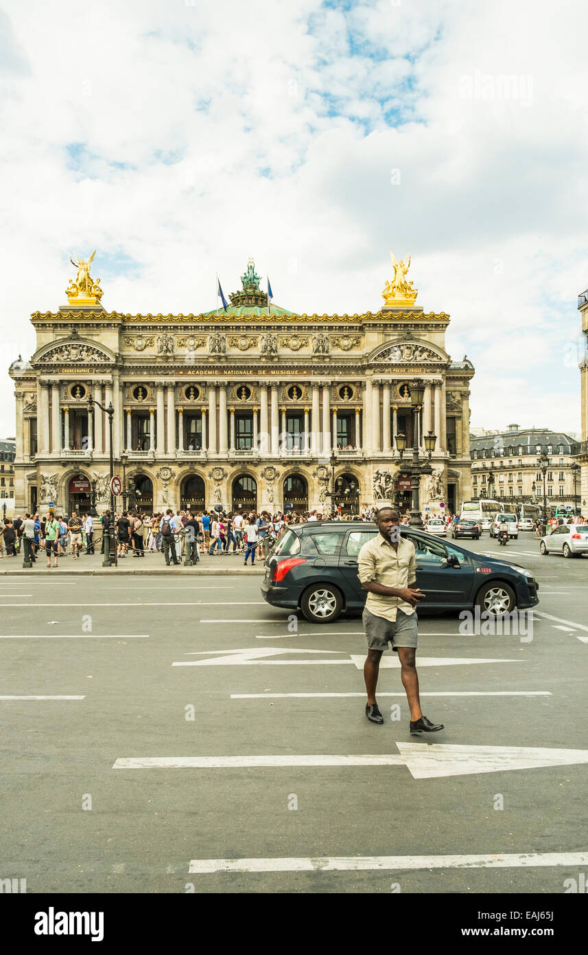 people and traffic in front of paris opera, opera or palais garnier, paris, ile de france, france - Stock Image
