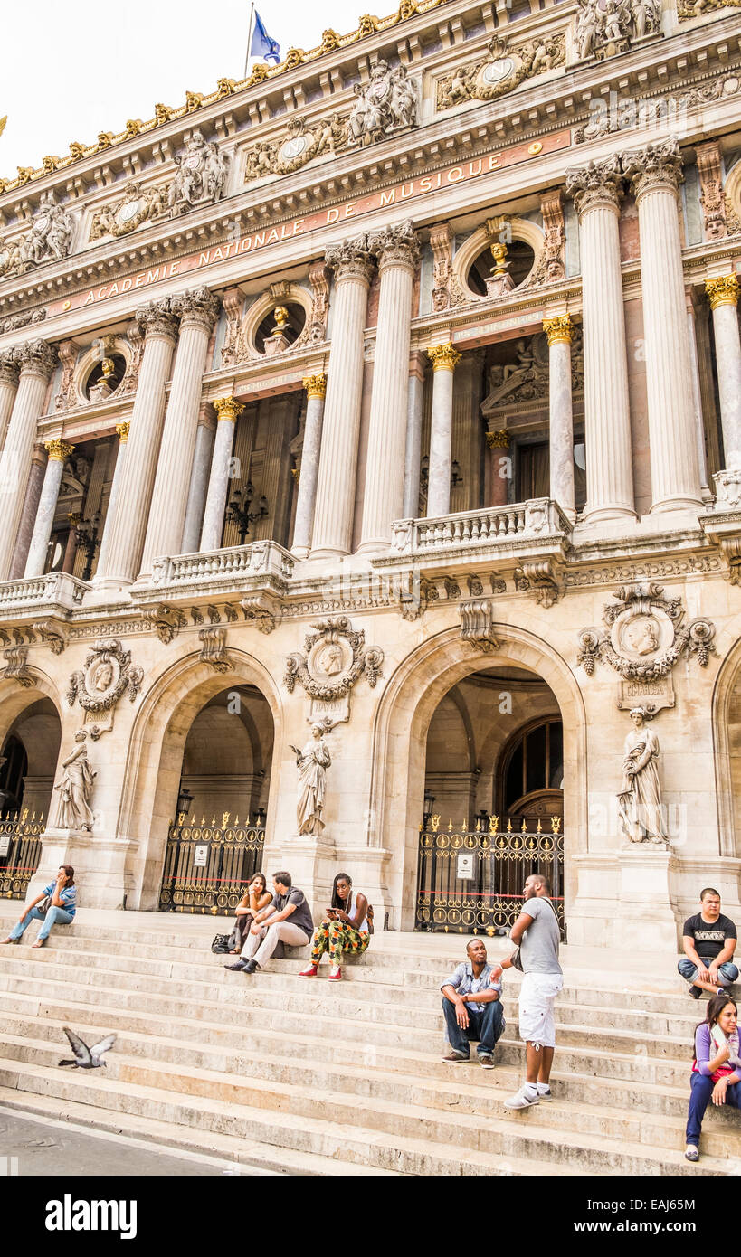 people relaxing on the stairs of the parisian opera, opéra garnier, paris, ile de france, france - Stock Image