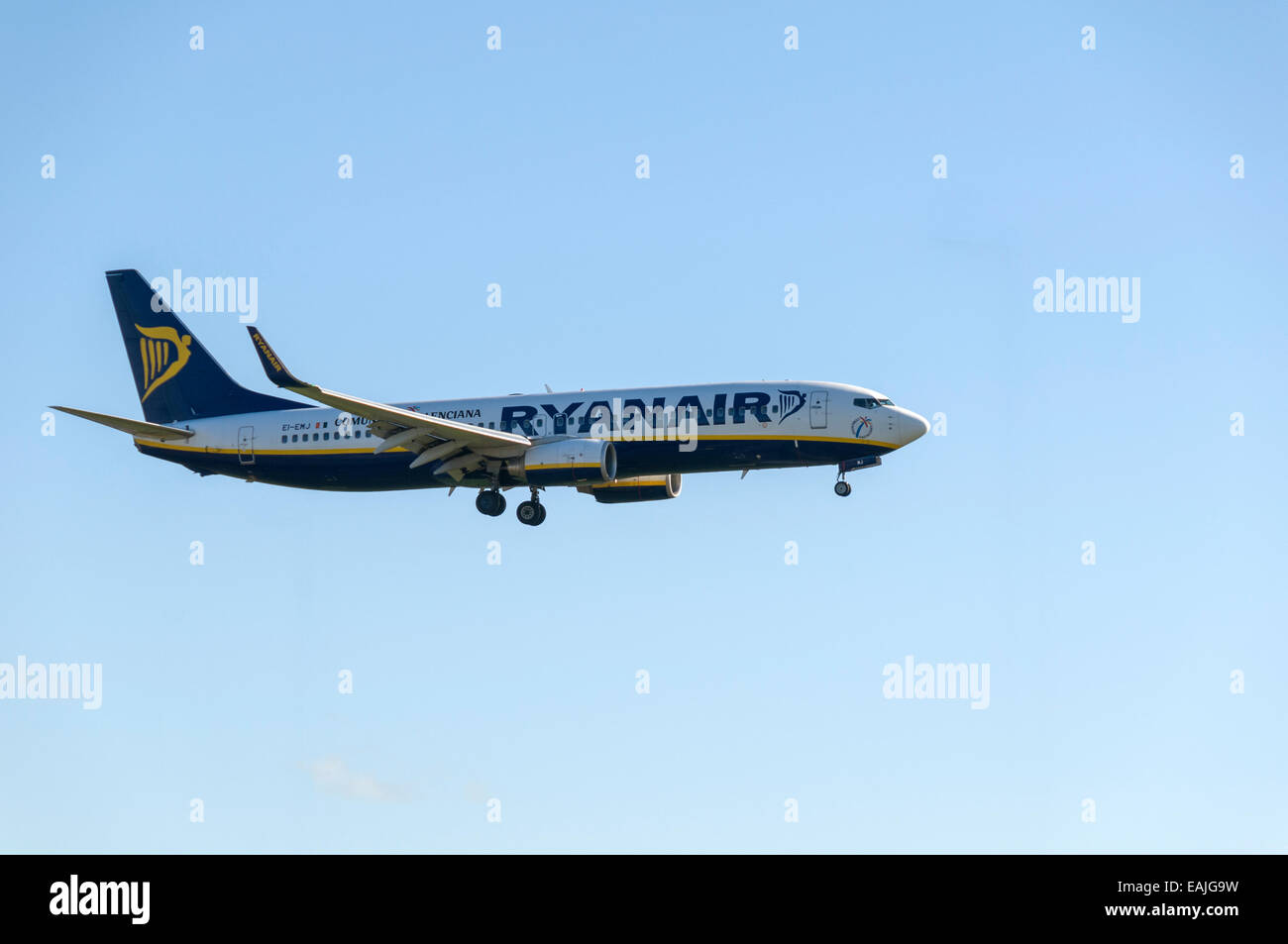 Ryanair Boeing 737-8AS coming in to land at Manchester Airport,  England, UK Stock Photo
