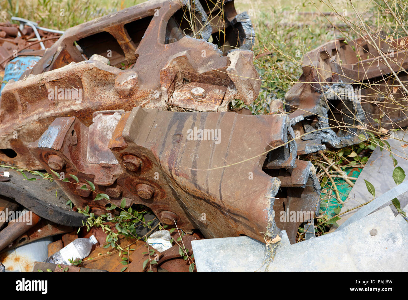 broken train couplings parts heavy engineering damaged - Stock Image