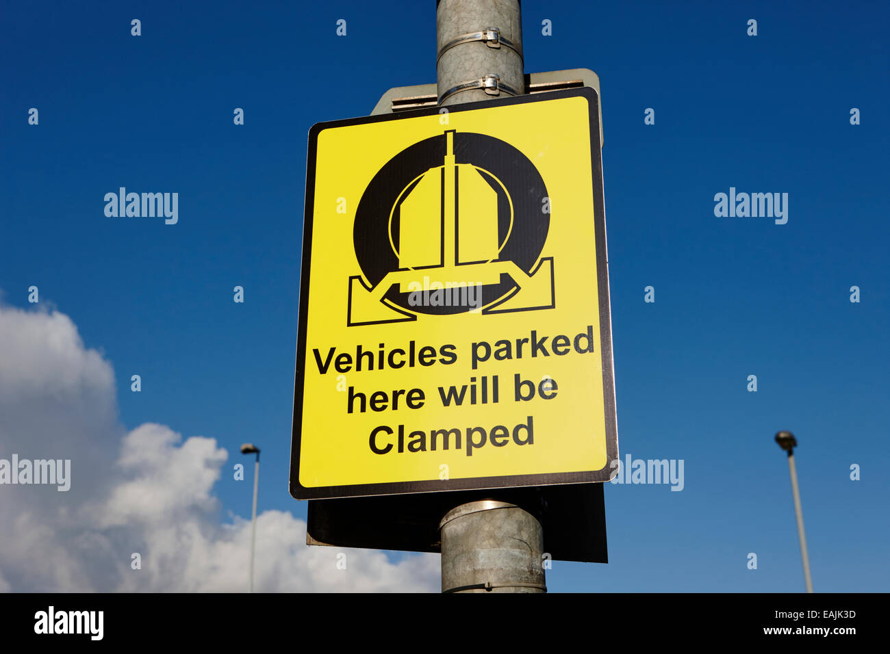 vehicles parked here will be clamped signpost Belfast Northern Ireland - Stock Image