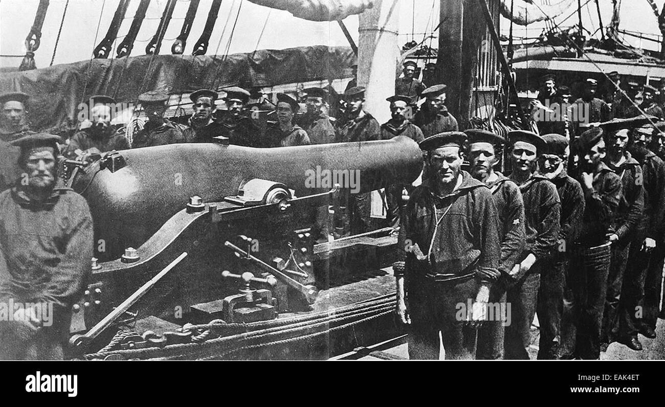 AMERICAN CIVIL WAR - Crew of USS Wissahickon Creek gunboat with their 280mm (11 Inch) Dahlgren smoothbore pivot - Stock Image