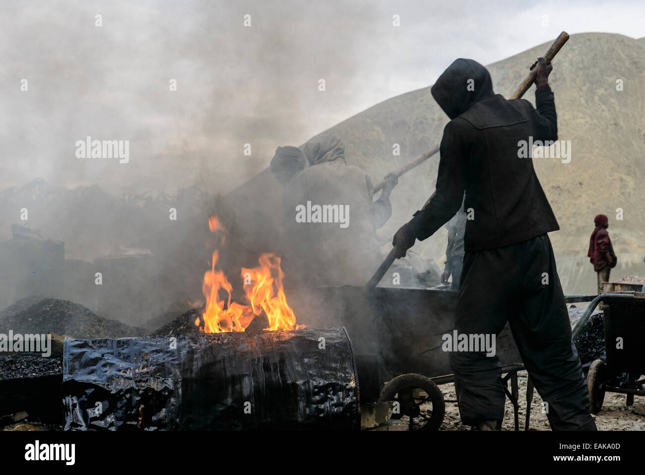 Road construction works, done under very unhealthy conditions for the workers, Lamayuru, Ladakh, Jammu and Kashmir, - Stock Image