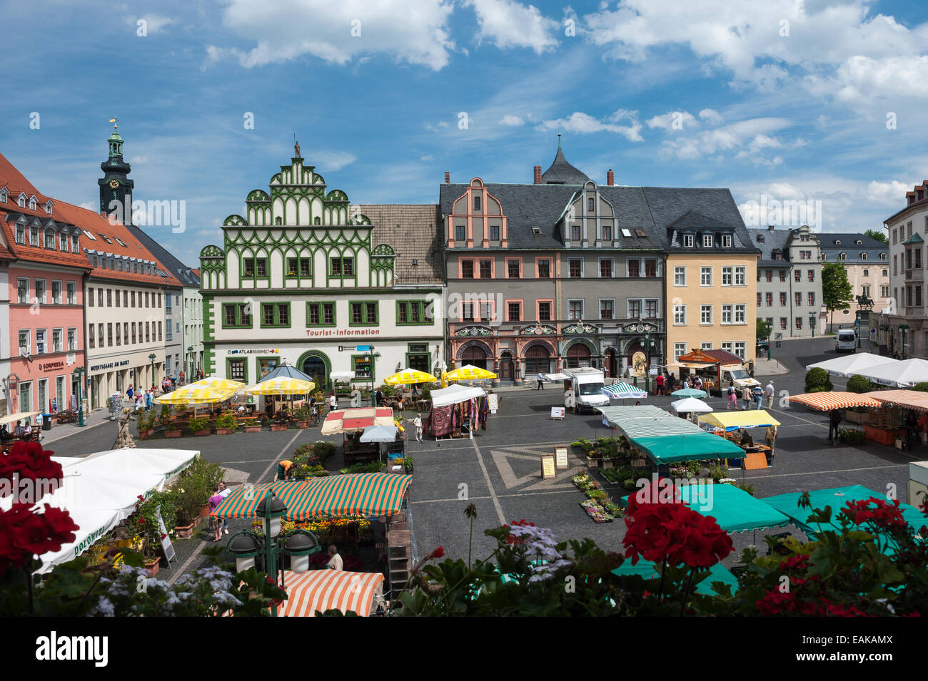 Weekly market on the market square in front of Lucas Cranach house and a town house with half-timbered gables, Weimar, - Stock Image