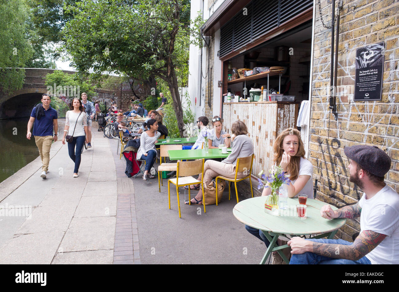 Trendy cafes and restaurants along the towpath of the Regent's Canal, Shoreditch, Hackney, London, England, - Stock Image