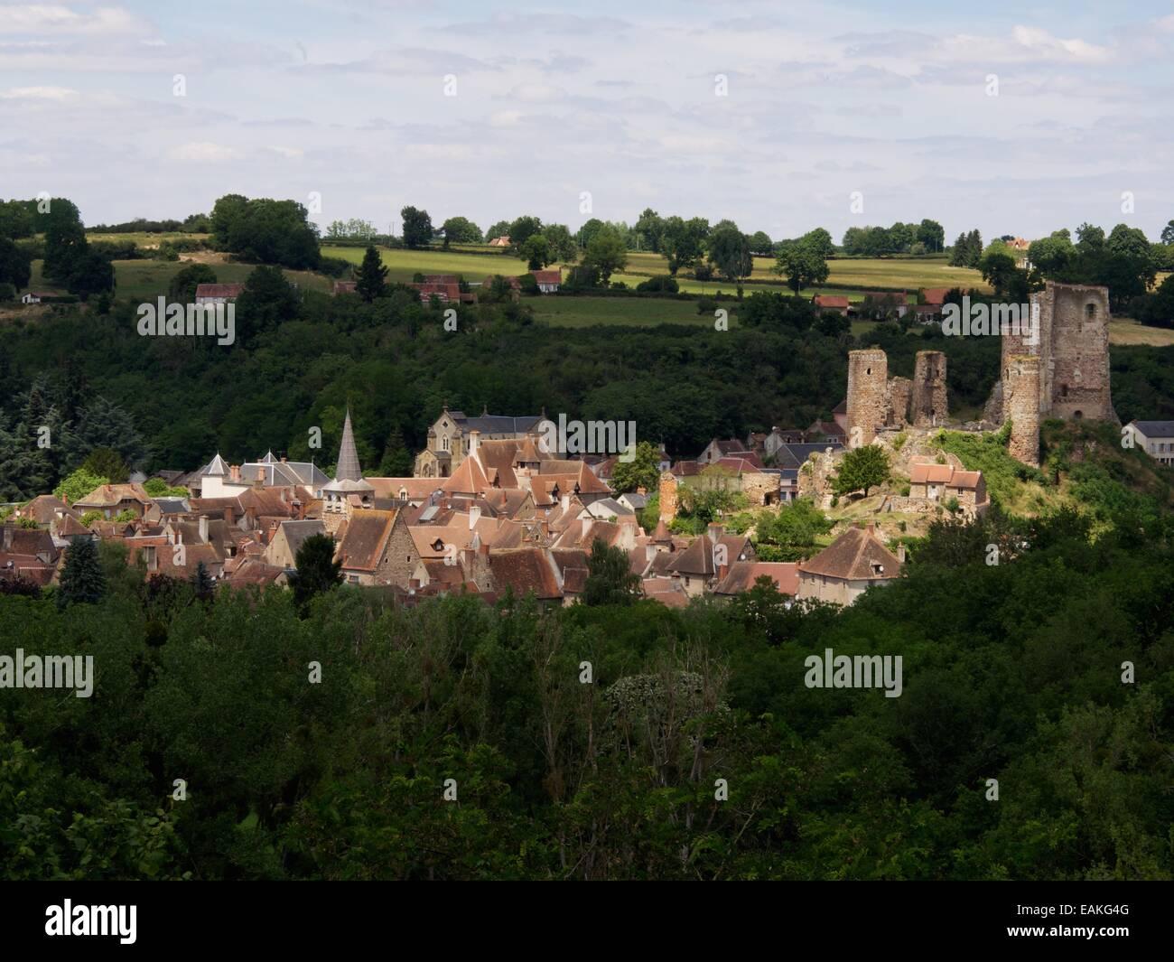 Village of Herisson, the castle, Bourbonnais, Allier, Auvergne, France, Europe Stock Photo