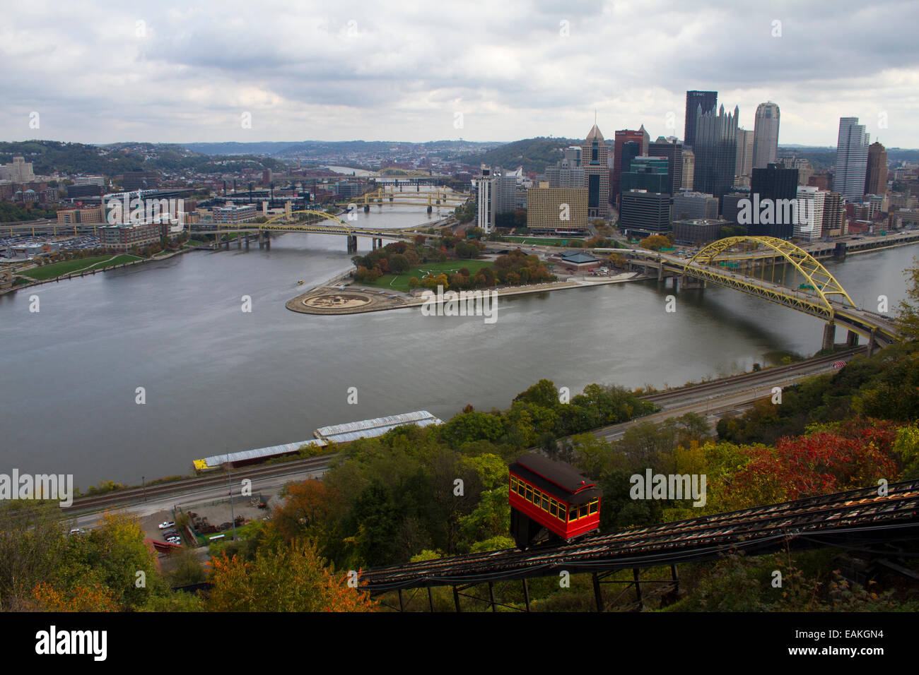 Pittsburgh, Pennsylvania with the confluence of the Ohio, Allegheny and  Monongahela rivers with the Duquesne Incline - Stock Image