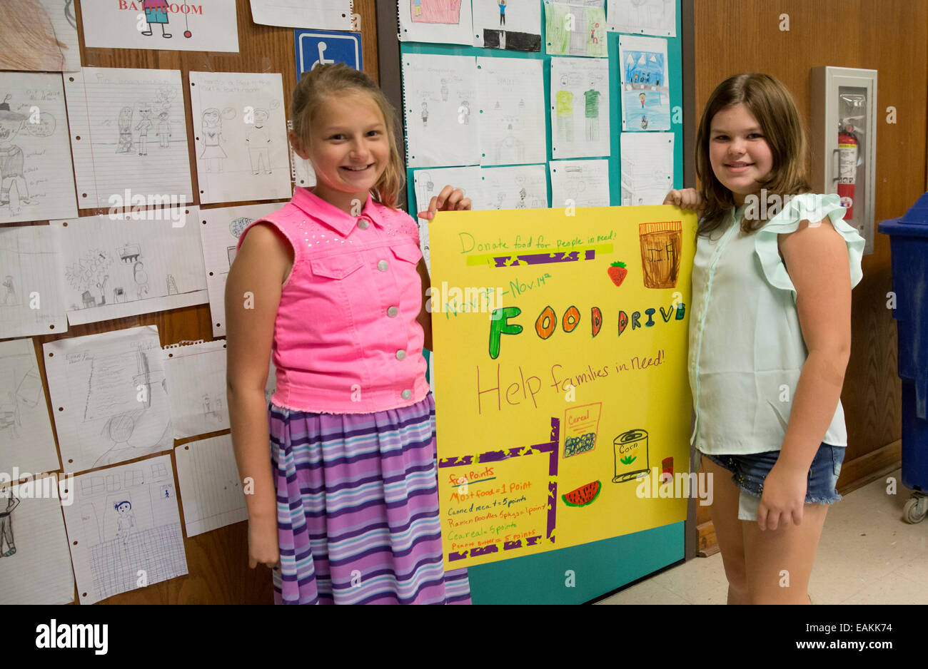 Fifth grade students and members of the Leadership Club at Texas elementary school, prepare posters and signs for - Stock Image