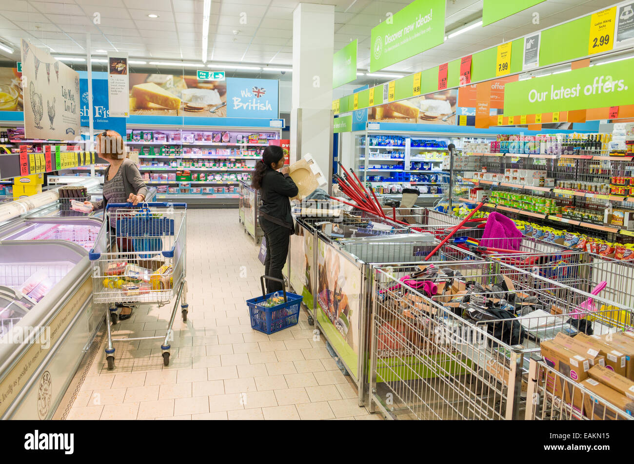 Shopping in Lidl supermarket, London, England, UK - Stock Image