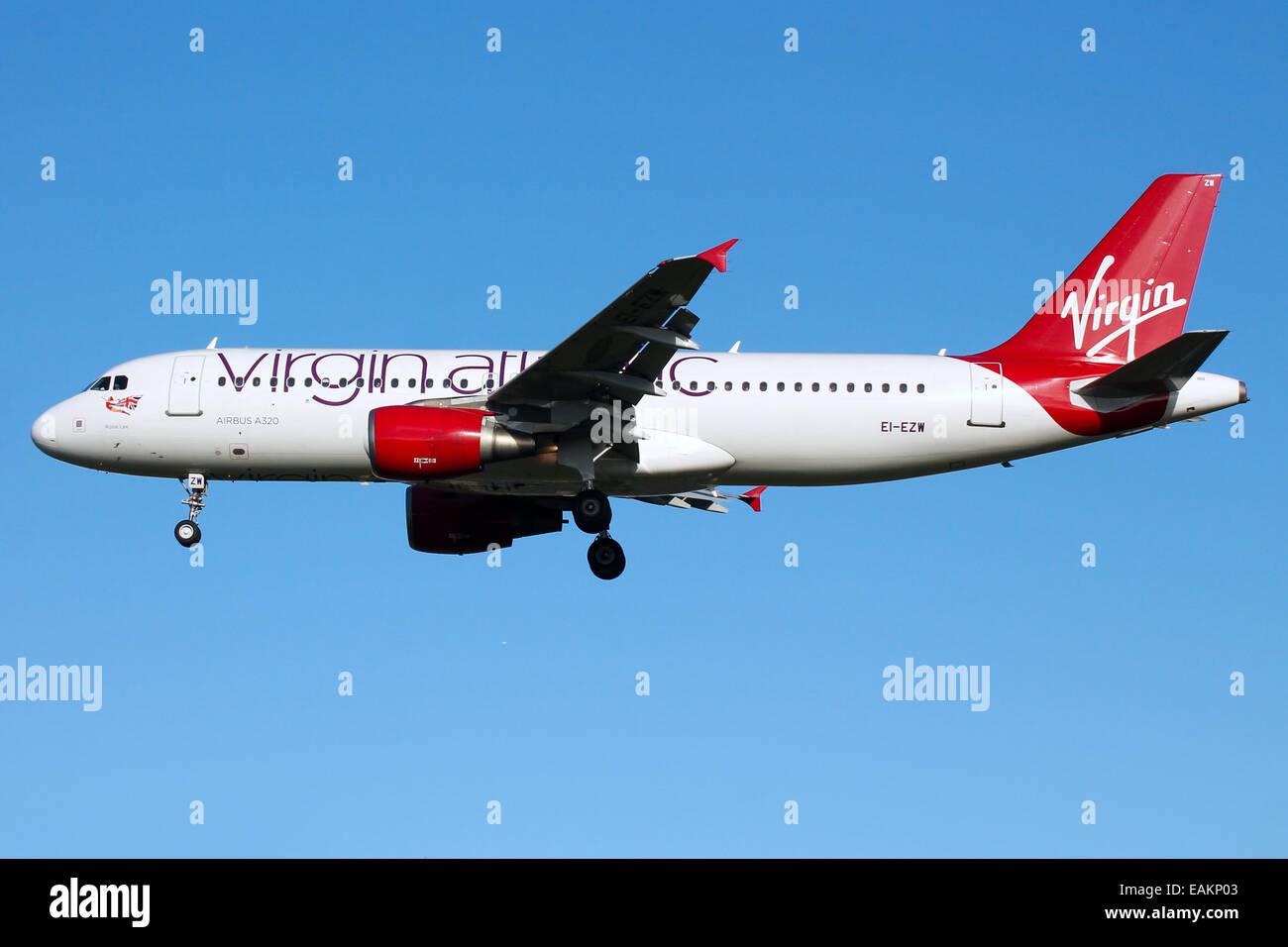 Virgin Atlantic Airbus A320 approaches runway 27L at London