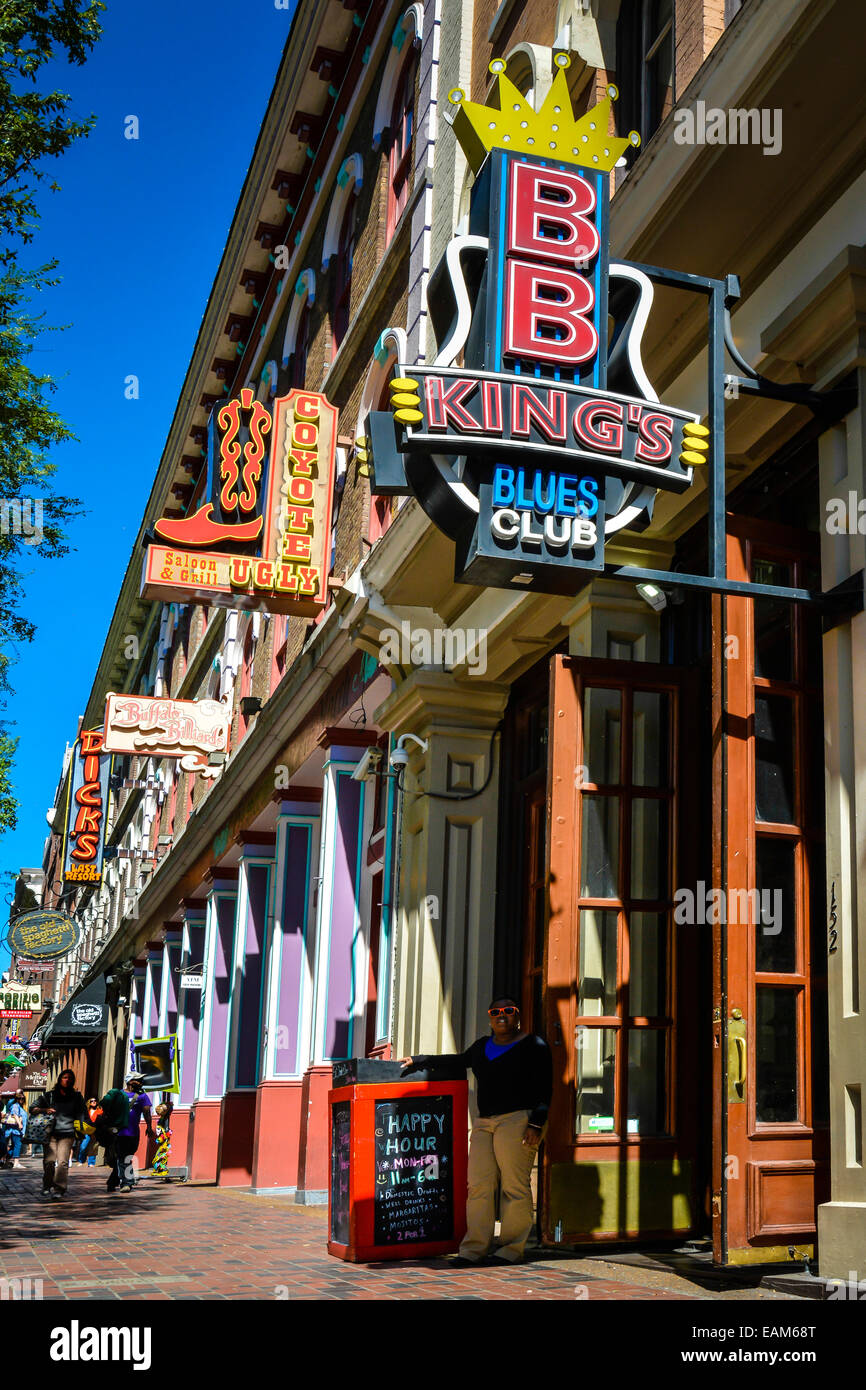 People stroll the restaurant and shopping district near BB King's Blues Club on 2nd Avenue North in downtown - Stock Image