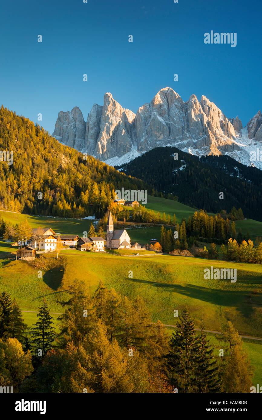 Autumn afternoon over Val di Funes, Santa Maddelena and the Geisler-Spitzen, Dolomites, Trentino-Alto-Adige, Italy - Stock Image