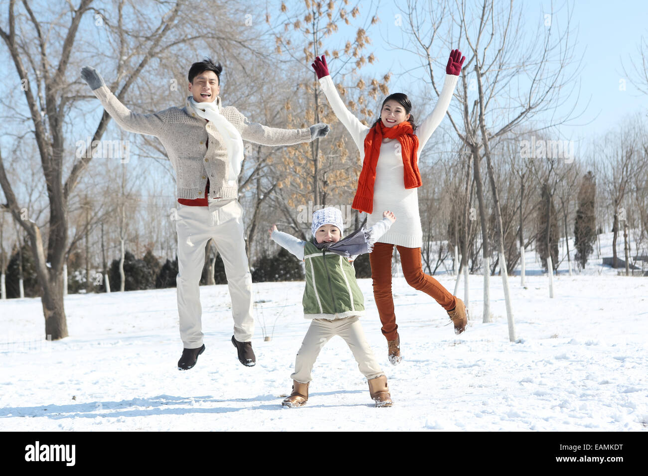 One-child families play in the snow - Stock Image