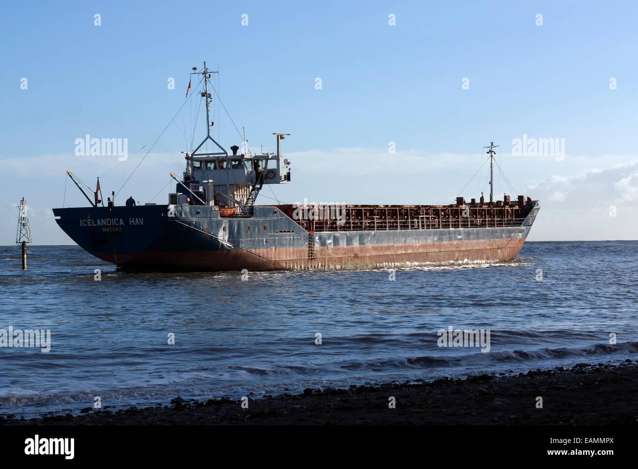 container ship icelandica hav leaving Teignmouth,Devon,Shaldon IMO: 8128884 MMSI: 309175000 Call Sign: C6VC3 Flag: Stock Photo