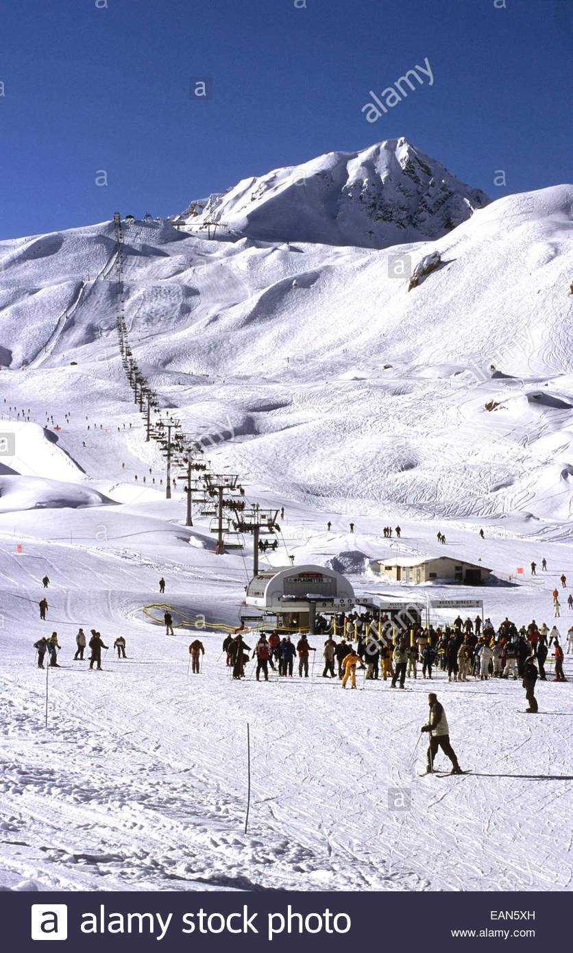 Ski slope. Les Arcs village. Savoie, France. - Stock Image