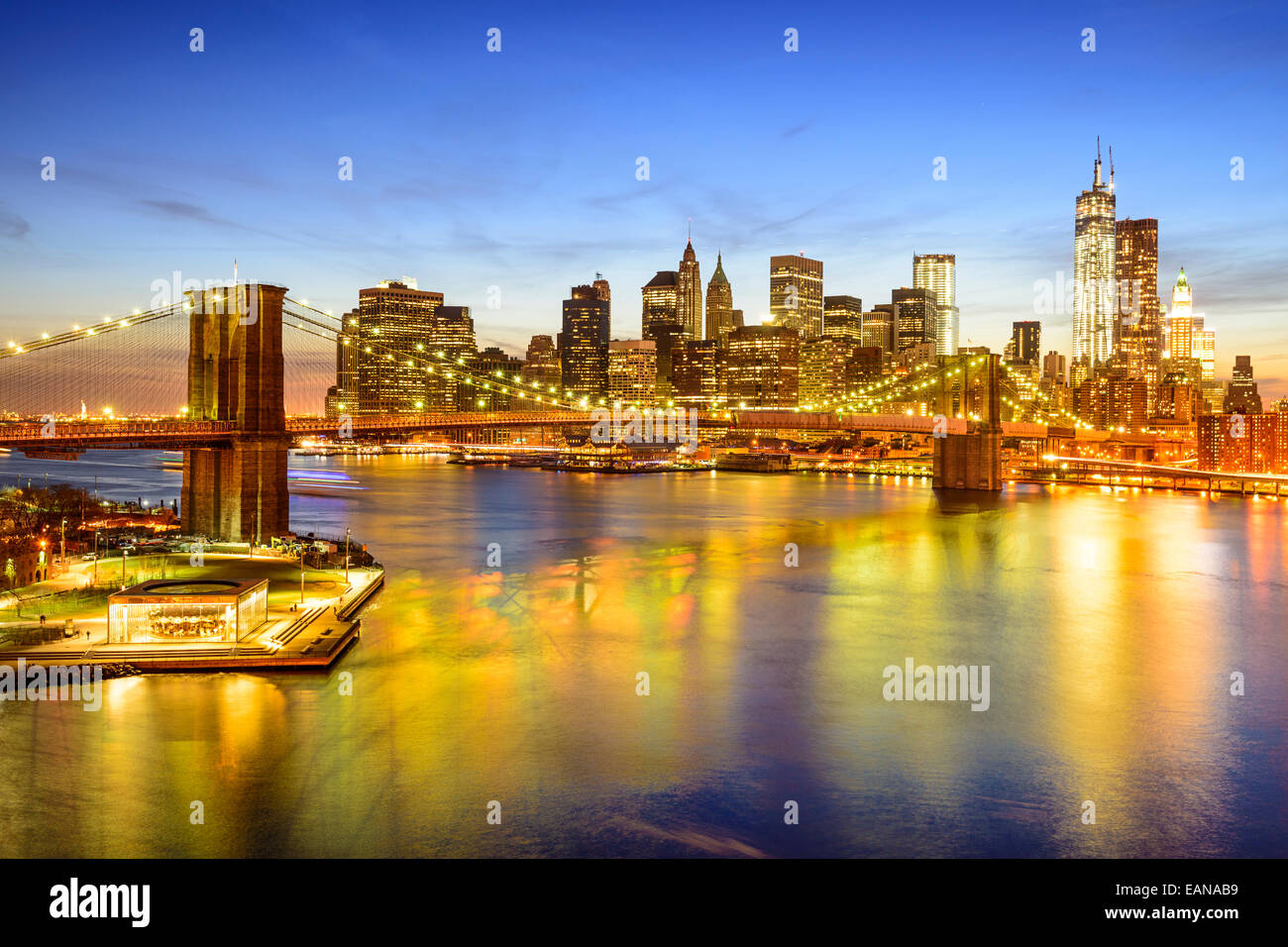 New York City skyline over the East River and Brooklyn Bridge. - Stock Image