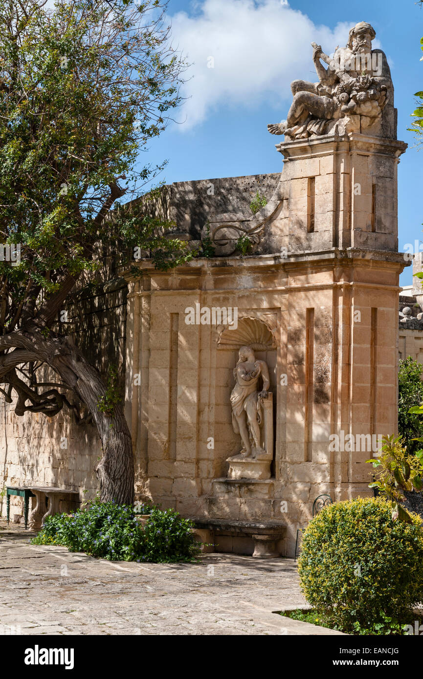Attard, Malta. Villa Bologna, a fine 18c house. Gateway into the Baroque Garden with statues of Cleopatra and the - Stock Image
